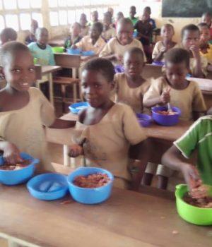 Nutrition : Fourniture de repas chauds aux écoliers des zones vulnérables.